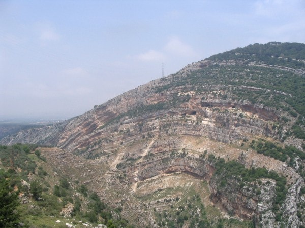 Real life anticline in Lebanon. Image via MediaWiki.